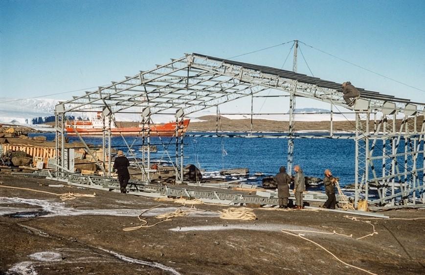Peter Clemence Mawson Hanger Construction