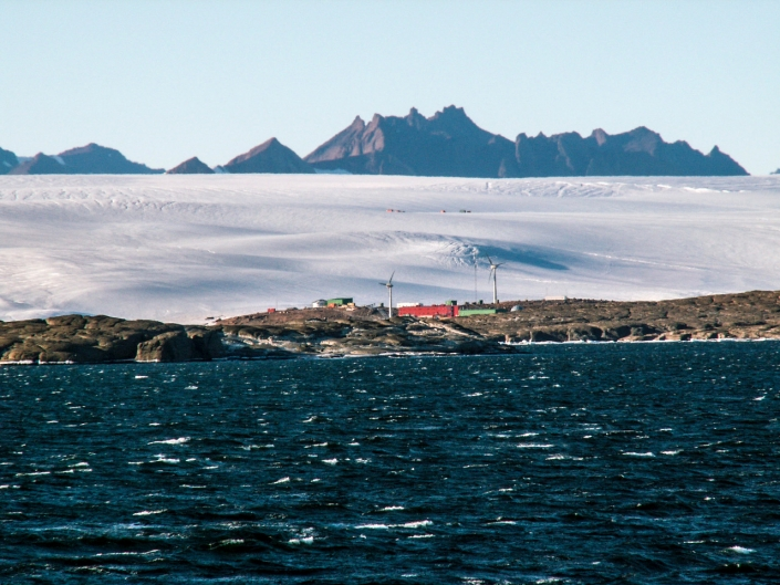 Mawson Station with Mt Henderson © Stevie Davenport