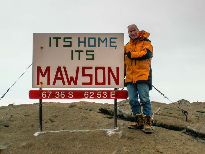 Welcome to Mawson sign © Stevie Davenport